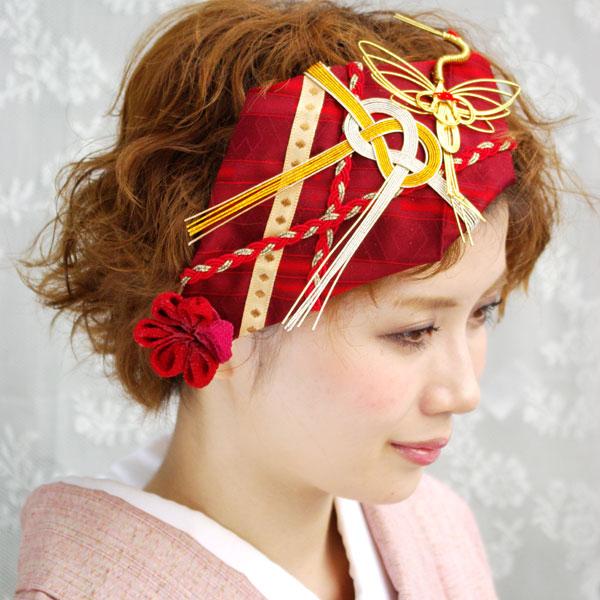 雰囲気の違う赤の髪飾り