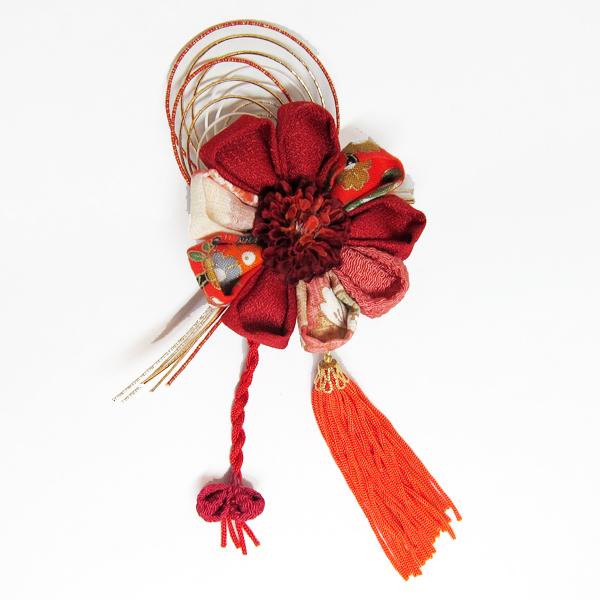 つまみ細工と水引などの和細工を使った繊細な和の髪飾り