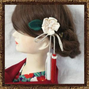 和装 髪飾り 結婚式 花舞う梅椿とタッセルかんざし(純白の花嫁)