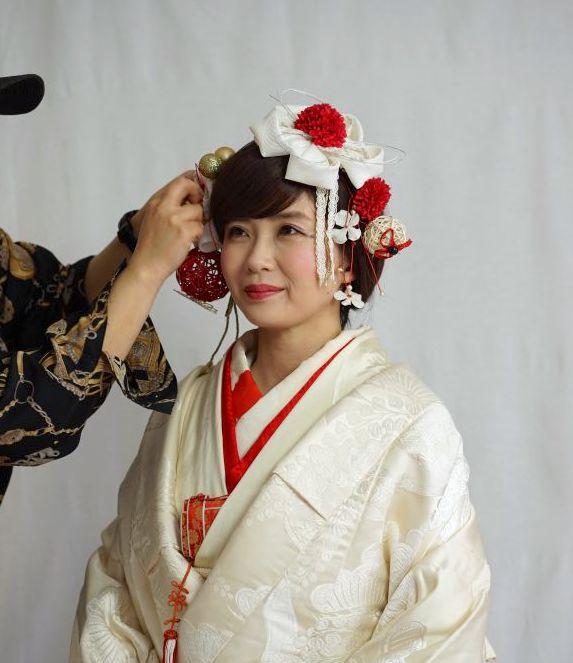 和装姿の花嫁さんが着ける装飾品の一つとしてお顔周りに華やかな彩りを与える和装髪飾り