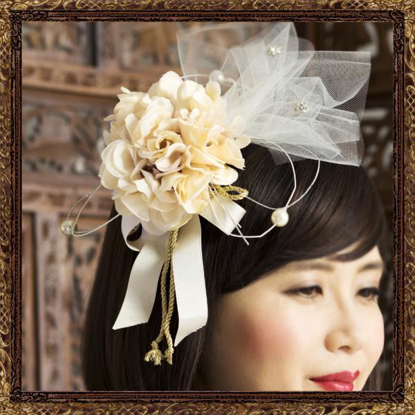 ただのお花飾りではなく、他の人と差がつく細工が盛りだくさんに 仕掛けられたお花の髪飾りになっております。