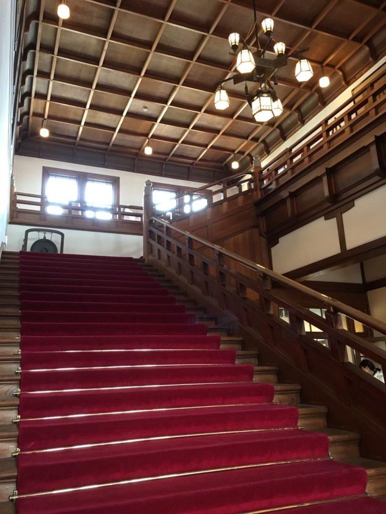 奈良ホテルの大正ロマンな美しい階段